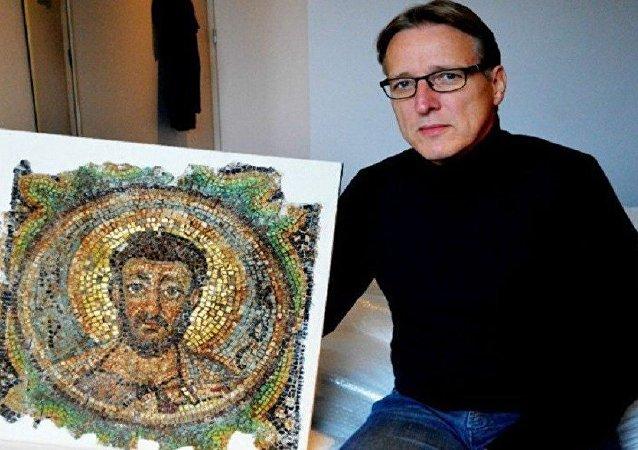 'Sanatın Indiana Jones'u' Kuzey Kıbrıs'tan çalınmış mozaiği buldu