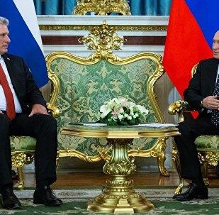 Rusya lideri Vladimir Putin- Küba Devlet Başkanı Miguel Diaz-Canel