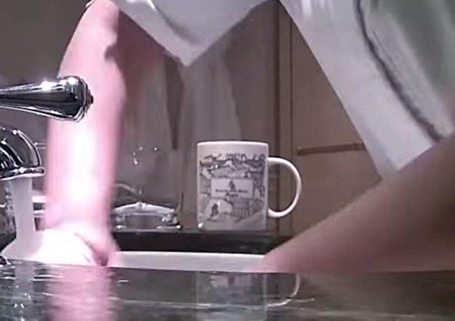 Aynı havluyla yerleri, lavaboyu ve bardakları silen otele ceza
