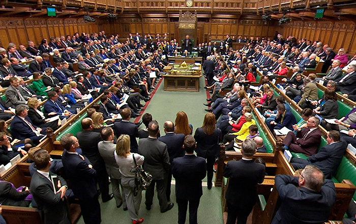 İngiltere'de Başbakan May'e 'parlamentoyu tatil et' talebi