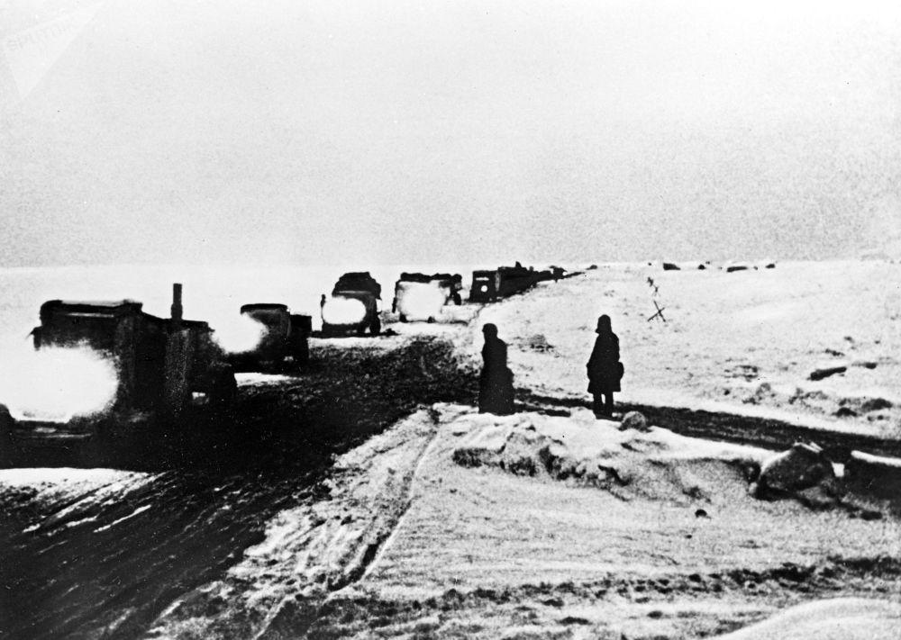 Ladoga Gölü'nün üzerinden geçen 'Yaşam yolu'