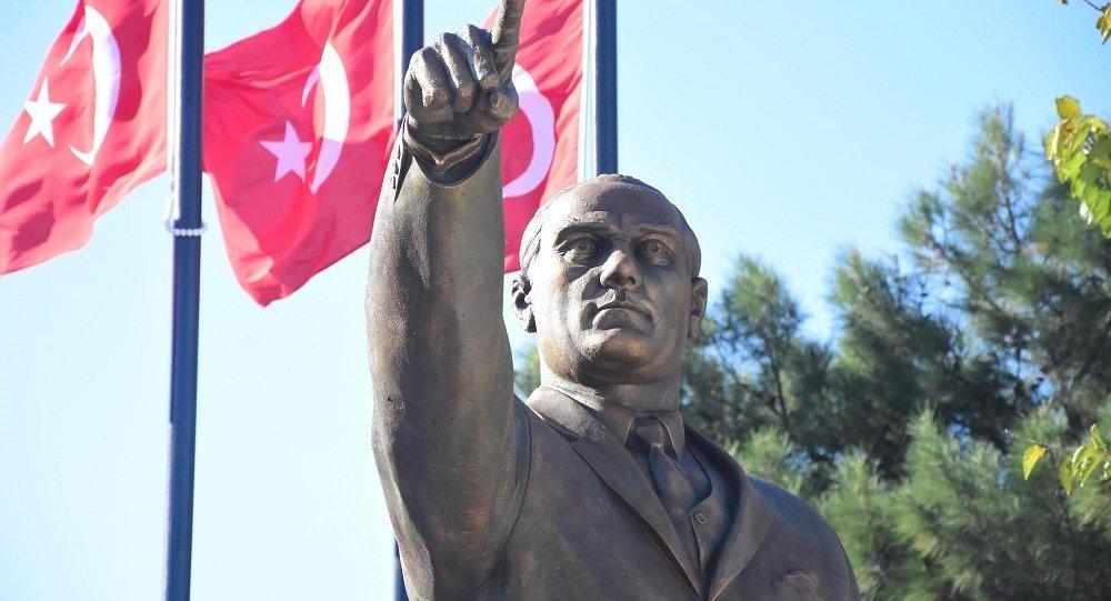 Atatürk heykeli - İzmir
