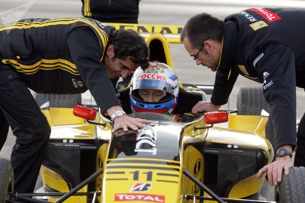 Vladimir Putin,  'Formula 1' arabasında.
