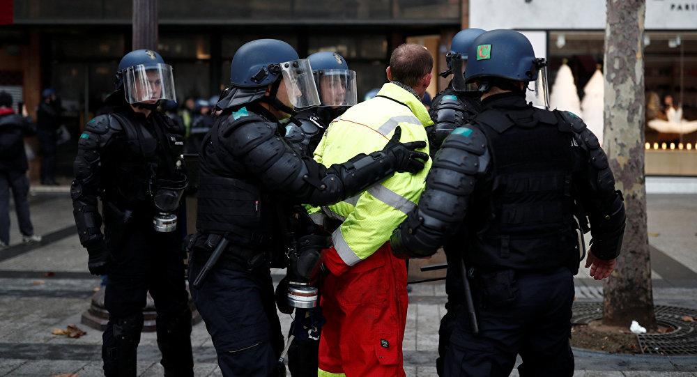 Fransa'daki gösterilerde 101 kişi gözaltına alındı