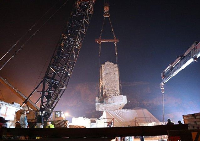 Devlet Su İşleri tarafından yapımı tamamlanan ve Güneydoğu Anadolu Projesi'nin vizyonu olan Ilısu Barajı ve HES projesinden etkilenen Batman'ın Hasankeyf ilçesindeki tarihi eserlerden 4 bin 600 tonluk Eyyubi (Kızlar) Camisi'nin taşınma çalışmaları başladı. 8 ayrı parça halinde taşınacak olan eserin, taşınma işleminin 15 günde tamamlanması planlanıyor.