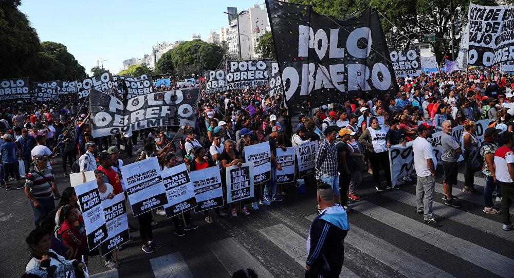 Arjantin'in başkenti Buenos Aires'de protestocular G20 zirvesine karşı yürüyüş düzenledi.