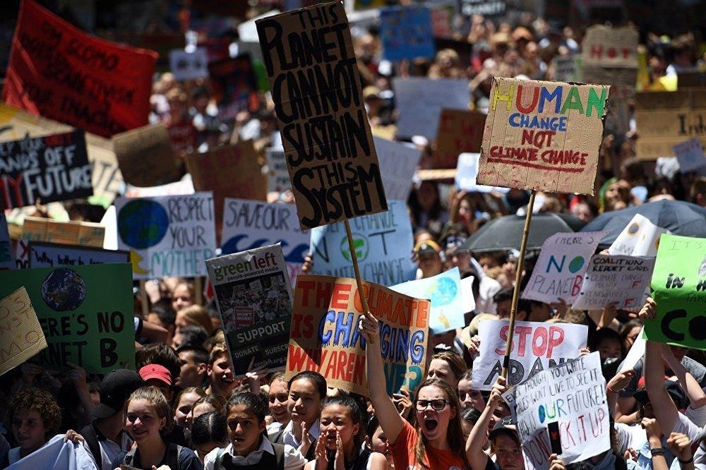 Avustralyada binlerce öğrenci iklim değişikliği eylemi için okulu kırdı 52