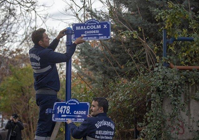 ABD'nin yeni Ankara Büyükelçiliği'nin önünden geçen caddenin ismi 'Malcolm X' olarak değiştirildi.