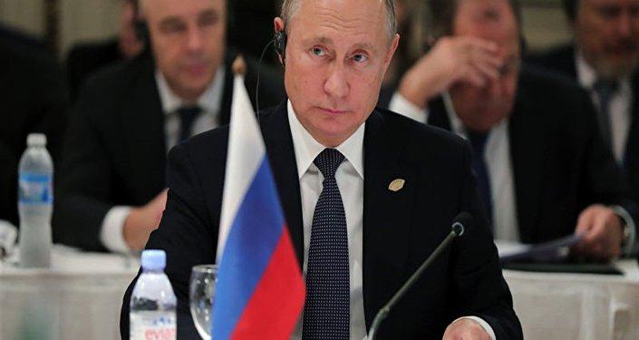Putin, G20'de Merkel ile kısa bir görüşme yaptı