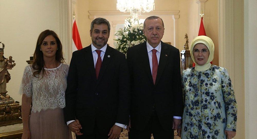 Paraguay Devlet Başkanı Mario Abdo Benitez, Türkiye Cumhurbaşkanı Recep Tayyip Erdoğan, Emine Erdoğan, Silvana Lopez Moreira Bo