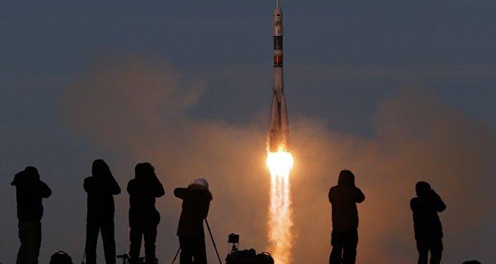 Arızadan sonra ilk kez Soyuz roketiyle insanlı uzay uçuşu gerçekleştirildi - Soyuz MS-11