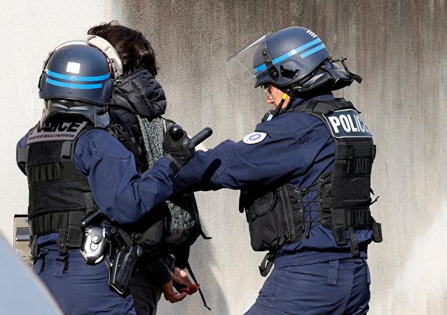 Fransa'da lise öğrencileri protesto düzenledi