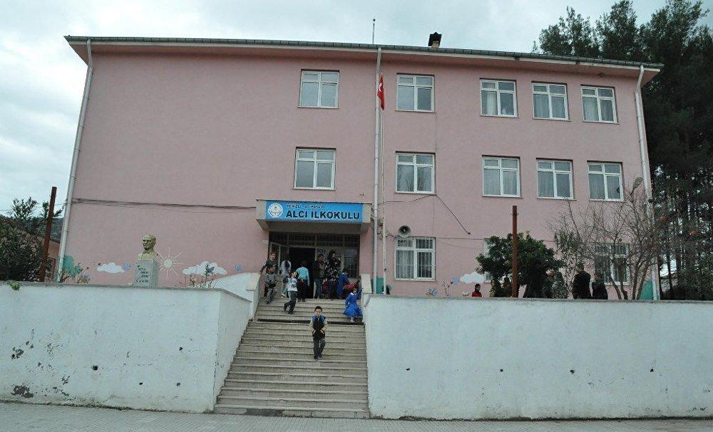 Denizli Acıpayam'daki Alcı Mahallesi'nde Alcı ilkokulu