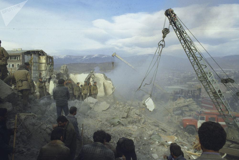 Ağır yıkıma neden olan Spitak Depremi