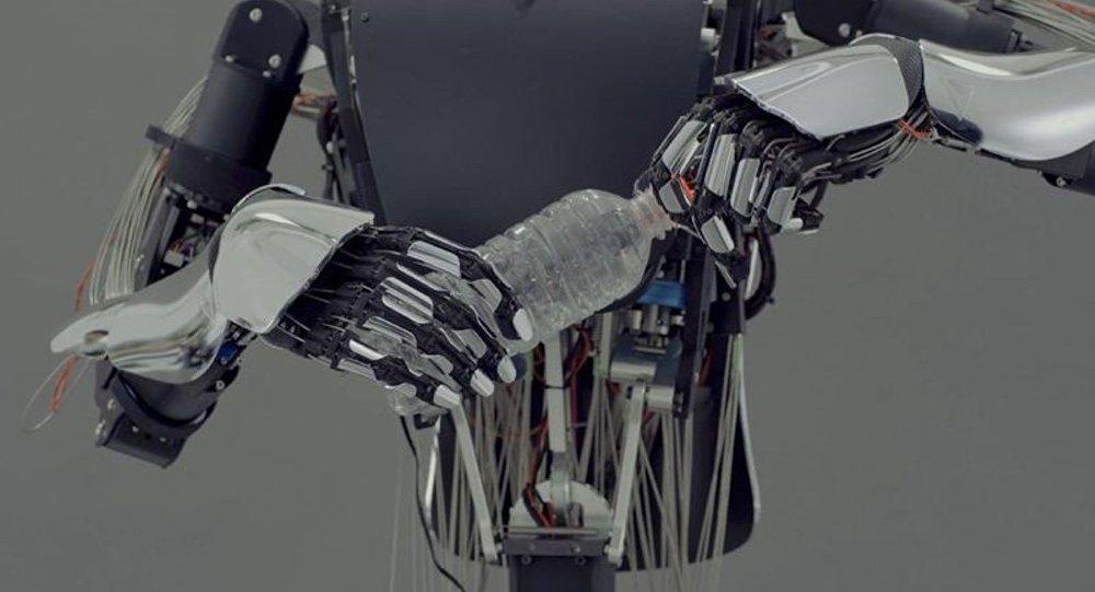 İnsan elini taklit eden robot