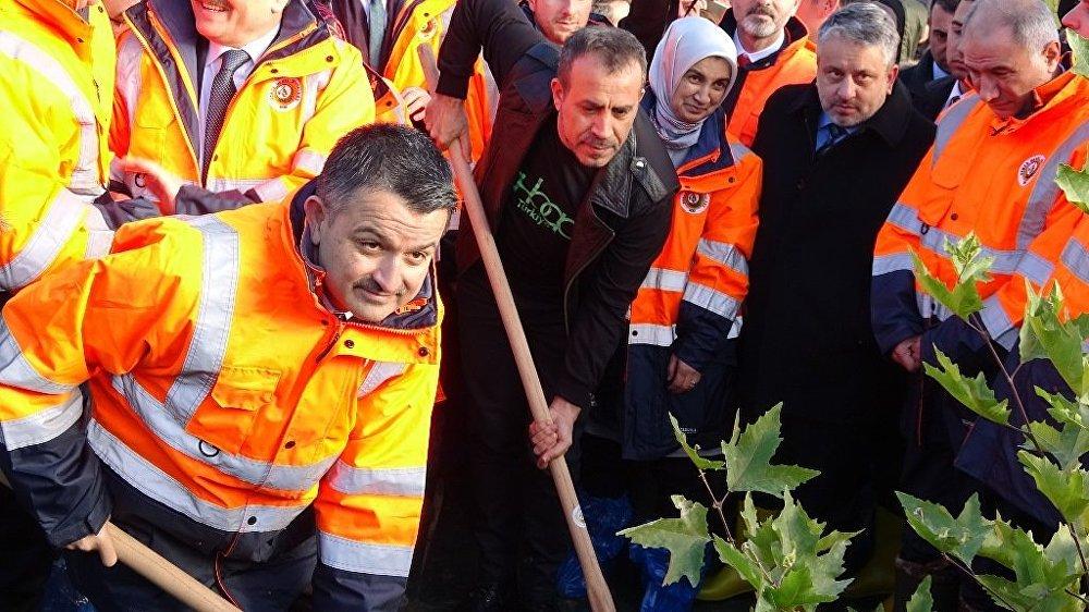 Tarım ve Orman Bakanı Dr. Bekir Pakdemirli  ve sanatçı Haluk Levent