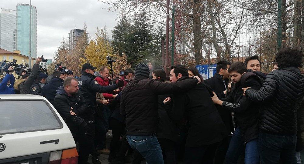 Türkiye Gençlik Birliği (TGB) üyelerine polis müdahalesi