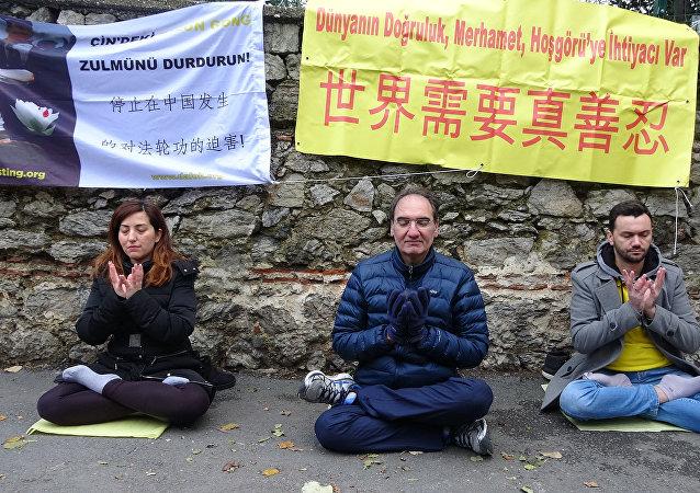 Falun Dafa Derneği, Çin Başkonsolosluğu önünde eylem yaptı
