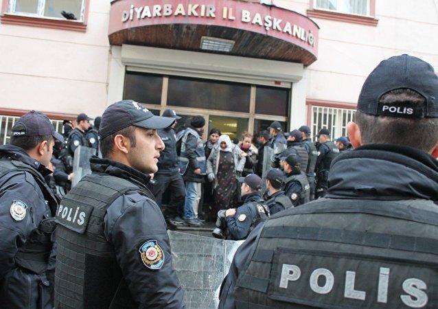 HDP Diyarbakır İl Örgütü'ne polis baskını