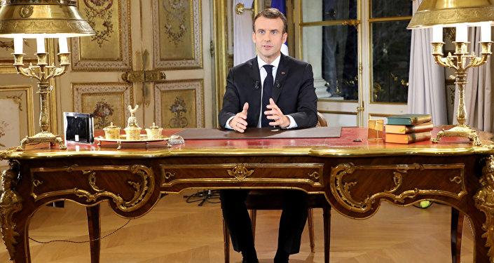 Macron'un önceden kaydedilmiş konuşması 13 dakika sürdü.