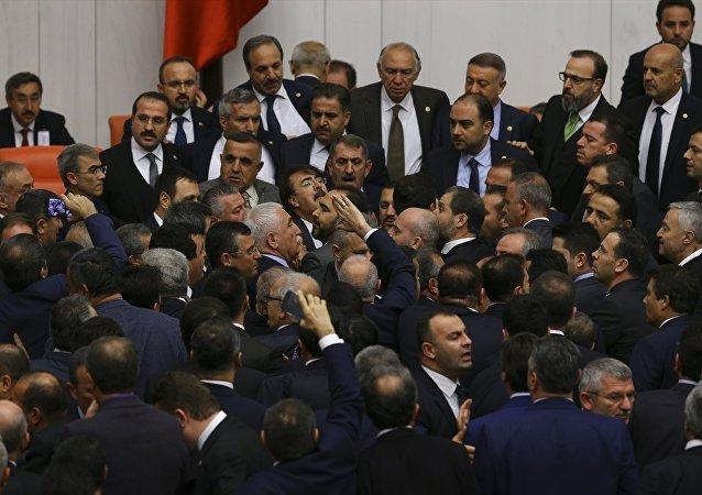 Mehmet Muş, TBMM, kavga
