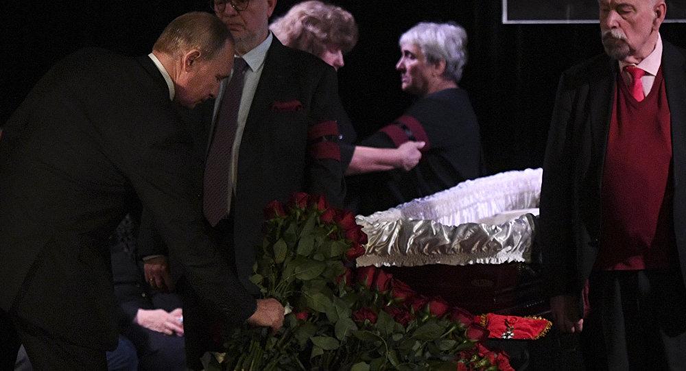 Rusya Devlet Başkanı Vladimir Putin,  Lyudmila Alekseyeva'nın cenaze töreninde