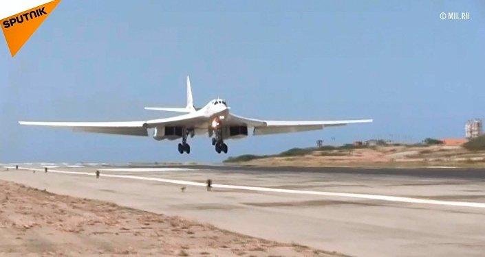 Rusya, Venezüella'ya stratejik savaş uçaklarını gönderdi