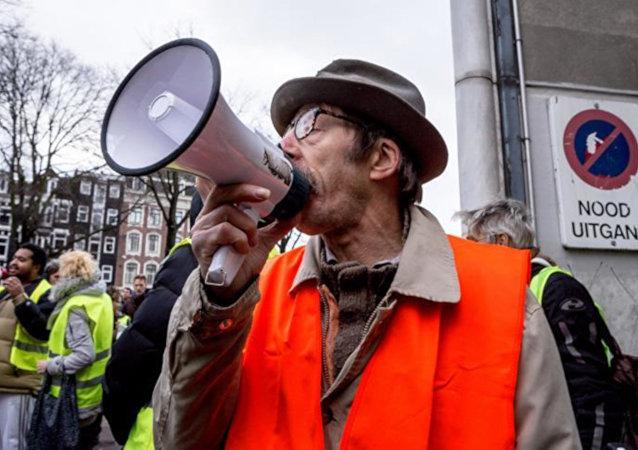 Hollanda'da 'Kırmızı Yelekler' eylem yapacak