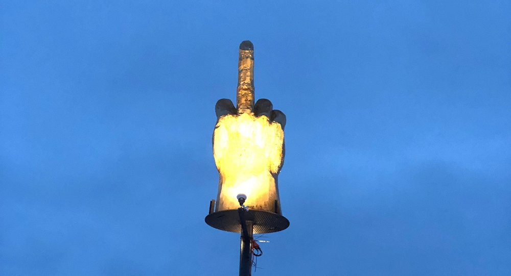 ABD'nin Vermont eyaletinin Westford kasabasındaki orta parmak işaretinin heykeli