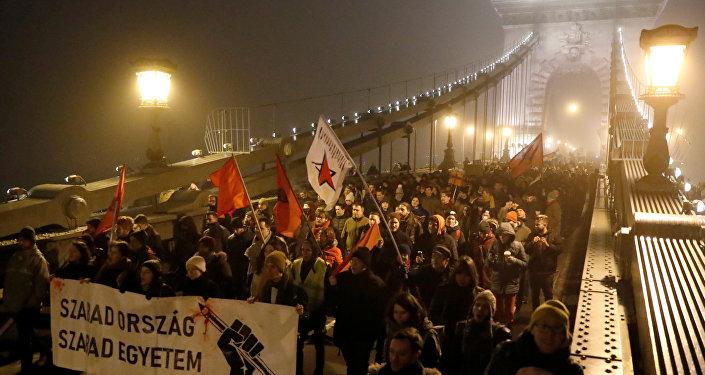 Macaristan'da fazla mesai protestosu