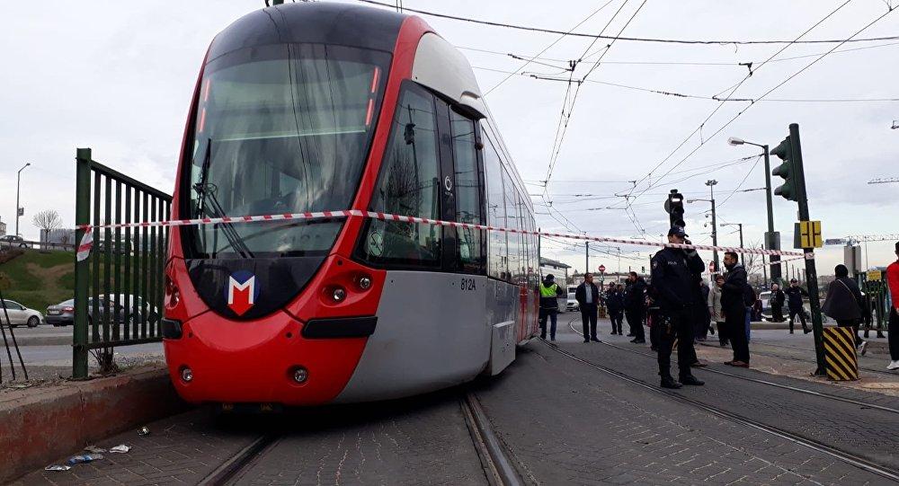 İstanbulda tramvay raydan çıktı, seferler durduruldu