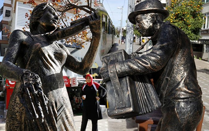 Antalyada heykellere saldırı: Kendini bilmezler, o çubuğu ne yapacak Para da etmez 72