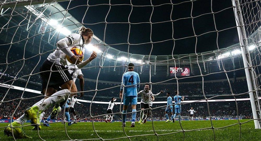 Spor Toto Süper Lig'in 16. haftasında Beşiktaş ile Trabzonspor, Vodafone Park'ta karşı karşıya geldi.