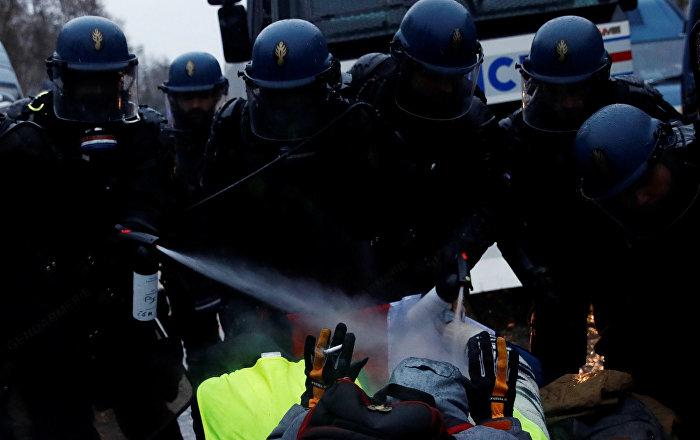 Fransa İçişleri Bakanı'ndan 'polis şiddeti' itirafı