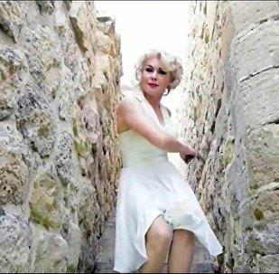 Marilyn Monroe'ya benzerliğiyle üne kavuşan 44 yaşındaki Melek Akarmut
