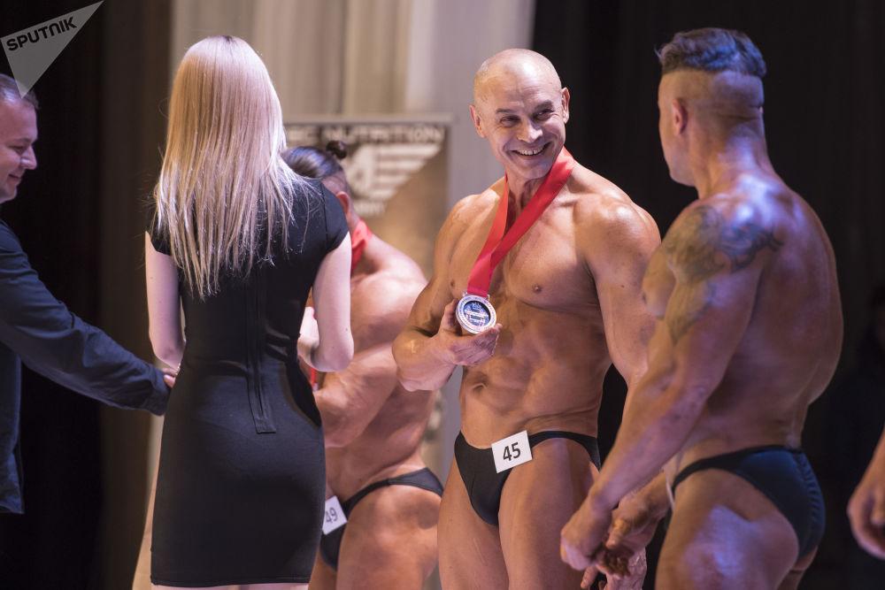 Kırgızistan'da Vücut Geliştirme Yarışması