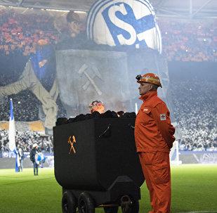 Schalke, 2 bin madenciyi tribünde ağırladı