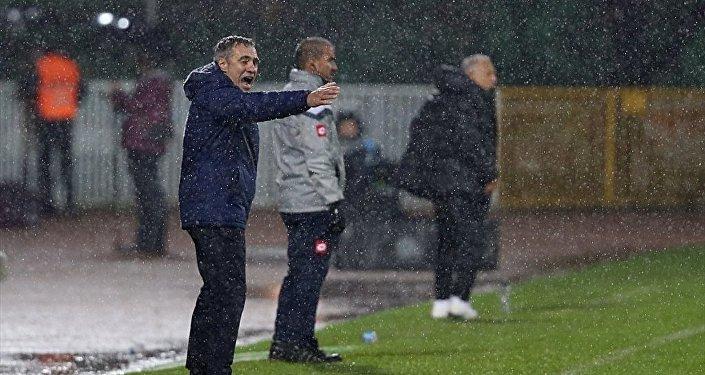 Fenerbahçe'nin teknik direktörü Ersun Yanal
