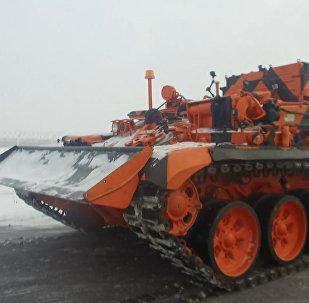 T-72 tankından dönüştürülen zırhlı araç çekici