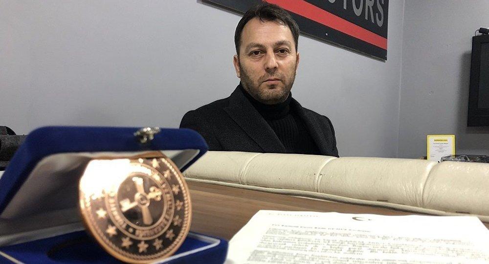 Temizlik işçisi maaşından Hazine'ye bağış yaptı, Bakan Albayrak'tan teşekkür mektubu aldı