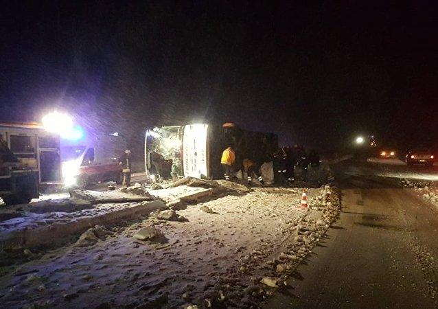 Kırşehir'de yolcu otobüsü devrildi: 3 ölü, 20 yaralı