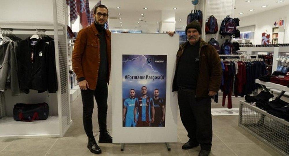 Yusuf Yazıcı, posteri ile konuşan taraftarla bir araya geldi