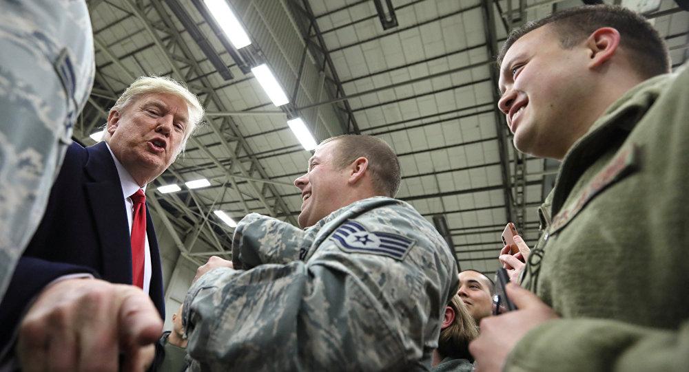 ABD Başkanı'nın Noel'de yurtdışındaki askerleri ziyaret etmesi geleneğini yerine getiren Donald Trump, Almanya'daki Ramstein Hava Üssü'nde