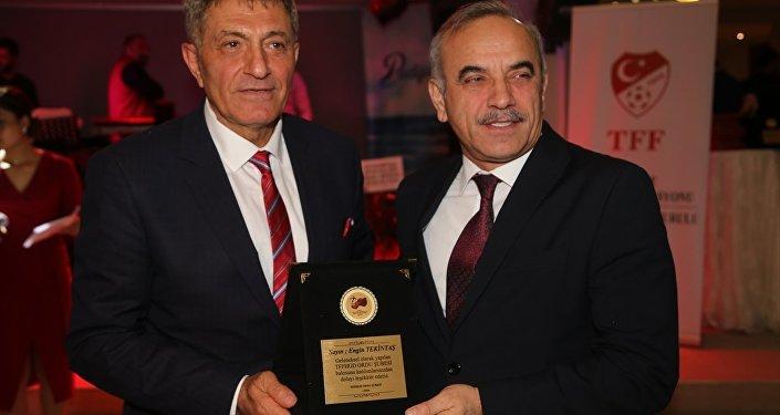 Türkiye Futbol Federasyonu (TFF) Merkez Hakem Kurulu Üyesi Alican Lakot (solda)