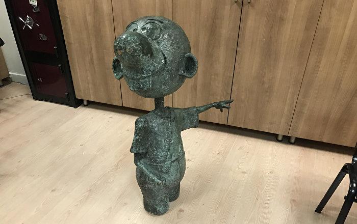 Antalyada heykellere saldırı: Kendini bilmezler, o çubuğu ne yapacak Para da etmez 99