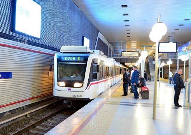 İzmir tramvay, metro