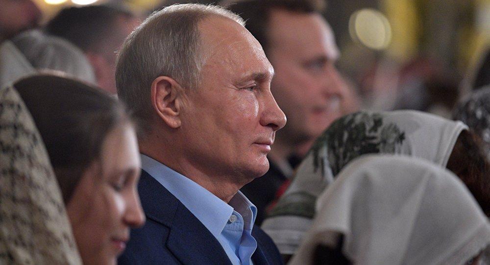 Putin, Noel ayini için vaftiz edildiği katedrale geri döndü