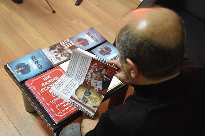 Erdoğan'ın fotoğraflarına bakıp yorum katarak şiirleri yazdığını kaydeden Nusret Başyiğit, Cumhurbaşkanı Erdoğan'ı çok sevdiğini söyledi.