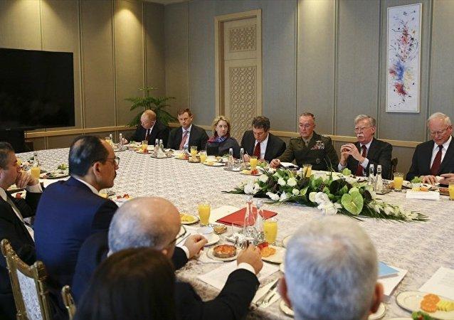 Cumhurbaşkanlığı Sözcüsü İbrahim Kalın başkanlığındaki Türk heyeti ile Beyaz Saray Ulusal Güvenlik Danışmanı John Bolton başkanlığındaki ABD heyeti,