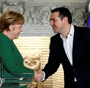 Almanya Başbakanı Angela Merkal ve Yunan mevkidaşı Aleksis Çipras